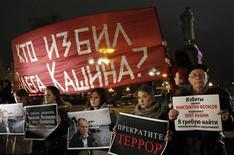<p>Митинг в поддержку журналиста Олега Кашина в центре Москвы 11 ноября 2010 года. В 2010 году в России резко выросло число журналистов, уволенных по политическим причинам и задержанных милицией на митингах, а уровень насилия и цензуры не снижается. REUTERS/Denis Sinyakov</p>