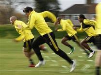 """<p>Игроки """"Ливерпуля"""" на тренировке в Ливерпуле 3 ноября 2010 года. Английский """"Ливерпуль"""" потерпел второе подряд поражение после назначения Кенни Далглиша на должность исполняющего обязанности главного тренера. REUTERS/Phil Noble</p>"""