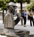 <p>A life-size bronze figure of British author Arthur Conan Doyle's character, the detective Sherlock Holmes created by artist John Doubleday 1988 is pictured on the main square in the town of Meiringen, some 100 km (62 miles) south east of the Swiss capital Bern July 6, 2010. REUTERS/Arnd Wiegmann</p>