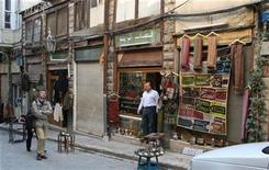 <p>Western tourists walk in Old Damascus March 2009. REUTERS/Khaled al-Hariri</p>