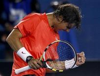<p>El tenista español Rafael Nadal celebra su victoria sobre el croata Marin Celic en el Abierto de Australia. REUTERS/Mick Tsikas</p>