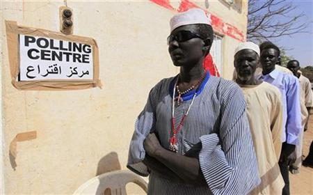 South Sudanese people line up to cast their vote at a polling station during the referendum in Diling, in South Kordofan, on the border between South and North Sudan, January 10, 2011. REUTERS/Zohra Bensemra