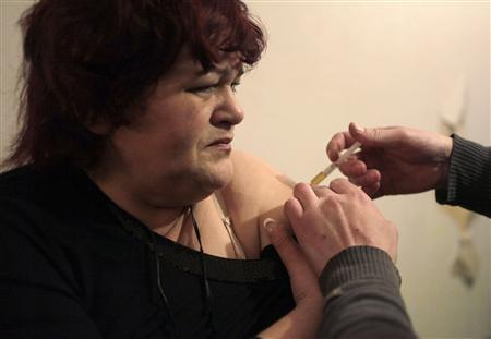 Drug user Zoya is injected with heroin at her flat in the Russian town of Tver, some 170 km (106 miles) northwest of Moscow, November 13, 2010. REUTERS/Diana Markosian