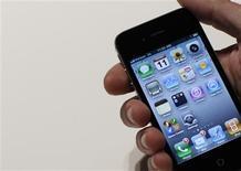 <p>Les développeurs d'applications pour mobiles continueront à travailler principalement pour l'iPhone d'Apple et les combinés utilisant le système d'exploitation Android de Google tout en diversifiant leur offre, selon une enquête du cabinet d'études IDC et de la plate-forme d'applications Appcelerator. /Photo d'archives/REUTERS/Brendan McDermid</p>