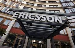 """<p>Foto de archivo de la sede central de Ericsson en Estocolmo, abr 30 2009. Ericsson, el mayor fabricante mundial de equipo de telefonía móvil, reportó el martes una ganancia en el cuarto trimestre por encima de las expectativas y dijo que un problema con la escasez de componentes ha sido """"normalizado"""". REUTERS/Bob Strong</p>"""