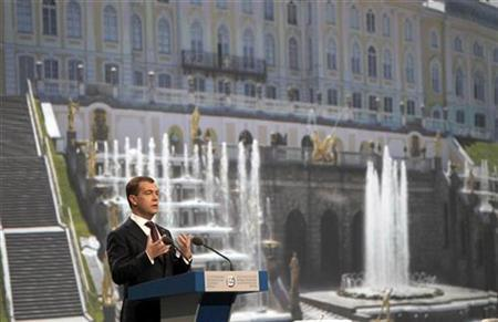 Russian President Dmitry Medvedev speaks during the St. Petersburg International Economic Forum in St. Petersburg June 18, 2010. REUTERS/Alexander Demianchuk