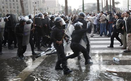Anti-government protesters clash with police in downtown Cairo January 25, 2011. Thousands of Egyptians demanded an end to President Hosni Mubarak's 30-year rule and clashed with police on Tuesday, in unprecedented protests inspired by the revolt that brought down Tunisia's president. REUTERS/Asmaa Waguih