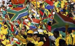 <p>South African fans wave the national flags as they wait for the start of the 2010 World Cup Group A soccer match between France and South Africa at Free State stadium in Bloemfontein June 22, 2010. REUTERS/Jorge Silva</p>