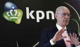 <p>Ad Scheepbouwer, directeur général de KPN. Le groupe néerlandais de télécommunications a enregistré une hausse légèrement inférieure aux attentes de son bénéfice et annoncé un programme de rachat d'actions d'un milliard d'euros. /Photo prise le 26 janvier 2011/REUTERS/Jerry Lampen</p>