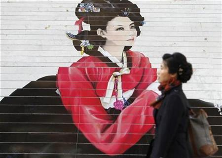 A woman walks past a painting drawn on steps near Gwanghwamun Square, a pedestrian plaza in Seoul, November 3, 2010. REUTERS/Truth Leem