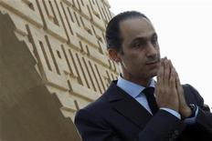 <p>Gamal Mubarak, the son of Egypt's President Hosni Mubarak and head of the higher political committee of the National Democratic Party (NDP), prays at Anwar El Sadat's tomb during Sadat's 29th death anniversary in Cairo October 6, 2010. REUTERS/Amr Abdallah Dalsh</p>