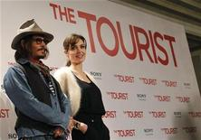 "<p>U.S. actors Angelina Jolie (R) and Johnny Depp pose for pictures during a photocall promoting their movie ""The Tourist"" in Madrid, December 16, 2010. REUTERS/Juan Medina</p>"