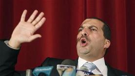 <p>الداعية المصري عمرو خالد في عدن يوم 24 نوفمبر تشرين الثاني 2010. تصوير: خالد عبد الله - رويترز</p>