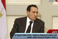 <p>Кадр из видео, запечатлевший выступление президента Египта Хосни Мубарака в Каире, 30 января 2011 года. Более 200.000 человек, надеющихся положить конец 30-летнему авторитарному правлению президента Египта Хосни Мубарака, собрались на площади Тахрир в Каире во вторник. REUTERS/Egyptian State TV</p>