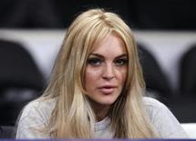 <p>Actress Lindsay Lohan sits courtside before the NBA basketball game between the New York Knicks and the Los Angeles Lakers in Los Angeles, California, January 9, 2011. REUTERS/Lucy Nicholson</p>