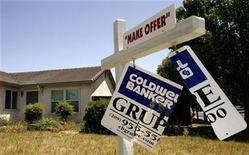 <p>A foreclosed home is seen in Stockton, California in this May 13, 2008 file photo. REUTERS/Robert Galbraith/Files</p>