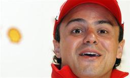 <p>Ferrari de Felipe Massa incendeou no primeiro teste do ano. 13/01/2011 REUTERS/Alessandro Bianchi</p>