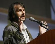 "<p>Producer Peter Jackson speaks before a preview and panel session for the upcoming movie ""District 9"" during the 40th annual Comic Con Convention in San Diego July 24, 2009. REUTERS/Mario Anzuoni</p>"