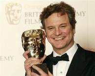 <p>Colin Firth exibe o prêmio de melhor ator na cerimônia do Bafta, em Londres, 13 de fevereiro de 2011. REUTERS/Luke Macgregor</p>