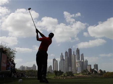 Tiger Woods of the U.S. tees off on the eighth hole during the final round of the Dubai Desert Classic golf tournament, February 13, 2011. REUTERS/Ahmed Jadallah