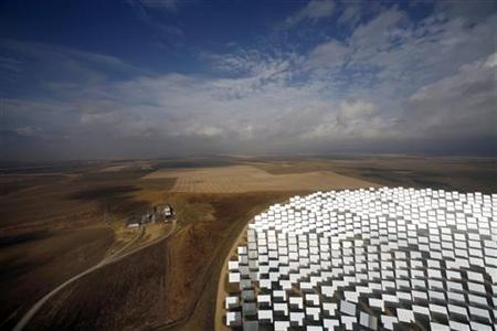 A general view of the new PS20 solar plant which was inaugurated last month at ''Solucar'' solar park in Sanlucar La Mayor, near Seville, October 7, 2009. REUTERS/Marcelo del Pozo