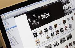 <p>Les albums des Beatles en vente sur iTunes, la boutique en ligne d'Apple. Le groupe américain a annoncé le lancement d'un service d'abonnement pour l'achat de magazines, journaux, vidéos ou musique sur sa plateforme iTunes App Store. /Photo d'archives/REUTERS/Mike Segar</p>