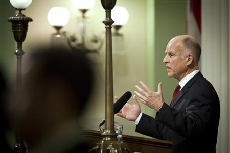 California Governor Jerry Brown delivers the State of the State address in Sacramento, California in this January 31, 2011 file photo. REUTERS/Max Whittaker