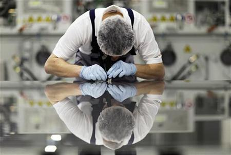 A worker of Signet Solar checks a photovoltaic module in a plant in Mochau, near Dresden, in this December 17, 2008 file photo. REUTERS/Hannibal Hanschke/Files