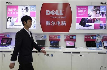 An employee walks past Dell laptops, which are displayed for sale, at a Dell outlet in Beijing December 13, 2010. REUTERS/Christina Hu