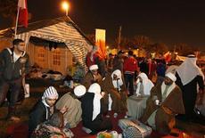 <p>Лагерь оппозиционеров в Манаме, 15 февраля 2011 года. Полиция Бахрейна атаковала утром в четверг лагерь демонстрантов на центральной столичной площади, убив как минимум двух человек. REUTERS/Hamad I Mohammed</p>