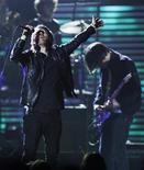 """<p>Группа Radiohead на 51-й церемонии вручения наград """"Грэмми"""" в Лос-Анджелесе 8 февраля 2009 года. Полиция Токио запретила рок-группе Radiohead проводить в пятницу выступление в городе из соображений безопасности после загадочного, но быстро распространившегося в сети Tweeter сообщения, сообщает The Telegraph. REUTERS/Lucy Nicholson</p>"""