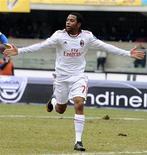 <p>Robinho, do Milan, comemora gol contra o Chievo durante jogo do Campeonato Italiano. O Milan venceu por 2 x 1 no domingo, com gols de Robinho e Pato. 20/02/2011 REUTERS/Imagesport</p>