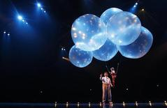"<p>Cast members of the show ""Corteo"" by Canada's Cirque Du Soleil perform during a dress rehearsal in Vienna February 9, 2011. REUTERS/Lisi Niesner</p>"