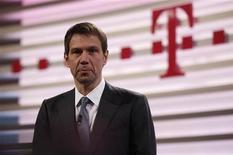 <p>Le président du directoire de Deutsche Telekom, Rene Obermann. Le groupe allemand Deutsche Telekom s'attend à un résultat stable en 2011, après avoir subi une baisse de ses bénéfices au quatrième trimestre. Tout comme d'autres grands opérateurs européens, Deutsche Telekom peine à défendre ses positions sur son marché national, face à une concurrence de plus en plus intense dans le secteur des télécommunications. /Photo prise le 25 février 2011/REUTERS/Ina Fassbender</p>