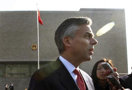 U.S. Ambassador to China Jon Huntsman speaks to journalists in front of the Beijing High People's Court after an appeal of Xue Feng in Beijing, February 18, 2011. REUTERS/Petar Kujundzic