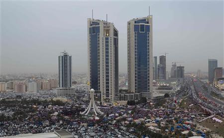 Demonstrators gather at Pearl Square in Manama February 25, 2011. REUTERS/Caren Firouz