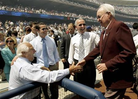 Former Los Angeles Dodgers manager Tommy Lasorda (L) and owner Frank McCort (2ndR) greet former Dodger great Duke Snider after Snider threw out the ceremonial first pitch prior to the Dodgers' home season opener against the San Francisco Giants in Los Angeles April 12, 2005. REUTERS/Robert Galbraith