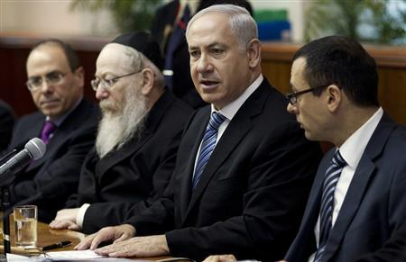 Israel's Prime Minister Benjamin Netanyahu (2nd R) speaks during the weekly cabinet meeting in Jerusalem February 27, 2011. REUTERS/Oliver Weiken/Pool