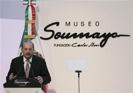 Mexican tycoon Carlos Slim speaks during the opening of the Soumaya museum in Mexico City March 1, 2011. REUTERS/Henry Romero (MEXICO - Tags: SOCIETY BUSINESS)