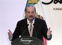 <p>Carlos Slim em discurso de inauguração do museu Soumaya, na Cidade do México. 01/03/2011 REUTERS/Henry Romero</p>