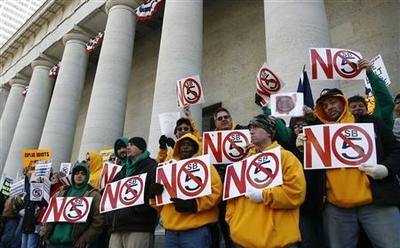 Ohio panel votes to end union right to strike