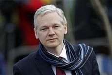 <p>Fundador do WikiLeaks, Julian Assange, chega ao tribunal Belmarsh, em Londres, em fevereiro. Assange recorreu da decisão judicial que determinou sua extradição da Grã-Bretanha para a Suécia, disse seu advogado nesta quinta-feira. 24/02/2011 REUTERS/Stefan Wermuth</p>