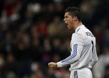 <p>Cristiano Ronaldo, do Real Madrid, comemora gol de pênalti contra o Málaga durante jogo pelo Campeonato Espanhol, no estádio Santiago Bernabéu, em Madri, na Espanha. O Real venceu por 7 x 0. 03/03/2011 REUTERS/Sergio Perez</p>