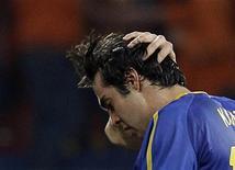 <p>Kaká reage após derrota da seleção brasileira contra a Holanda nas quartas de final da Copa do Mundo de 2010, na África do Sul. O meia brasileiro ficou de fora do elenco do Real Madrid que enfrentará o Racing Santander no domingo, por conta de uma lesão. 02/07/2010 REUTERS/Paulo Whitaker</p>