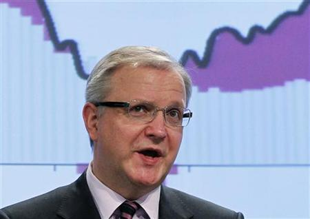 European Economic and Monetary Affairs Commissioner Olli Rehn addresses a news conference on the interim economic forecast at the EU Commission headquarters in Brussels March 1, 2011. REUTERS/Francois Lenoir