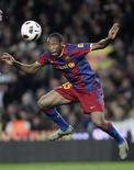 <p>Seydou Keita, do Barcelona, em lance durante jogo contra o Zaragoza pelo Campeonato Espanhol, no estádio Camp Nou, em Barcelona, nordeste da Espanha. O time catalão venceu por 1 x 0. 05/03/2011 REUTERS/Albert Gea</p>