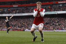 <p>Niklas Bendtner, do Arsenal, durante jogo contra o Sunderland pelo Campeonato Inglês, em Londres, na Inglaterra. O Arsenal entregou de volta ao líder Manchester United a iniciativa do Campeonato Inglês com um desempenho pífio no empate sem gols com o Sunderland, que vinha de quatro derrotas seguidas, no sábado. 05/03/2011 REUTERS/Stefan Wermuth</p>
