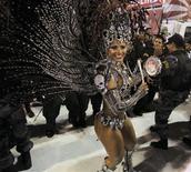 <p>Rainha de bateria do Salgueiro Viviane Araújo, cuja escola estourou o tempo e foi punido com a perda de um ponto na disputa do Carnaval do Rio. REUTERS/Sergio Moraes</p>