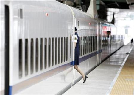 A woman walks into a carriage of the new Beijing -Tianjin Intercity Railway train in Beijing August 1, 2008. REUTERS/Kim Kyung-Hoon