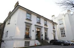 <p>Estúdio Abbey Road, em Londres, em foto arquivo de fevereiro de 2010. O estúdio, onde os Beatles gravaram a maioria de seus sucessos, lançou um concurso para a escolha de um hino global para comemorar seu 80o aniversário de existência. 17/02/2010 REUTERS/Jas Lehal</p>